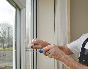 Как отремонтировать пластиковые окна своими руками